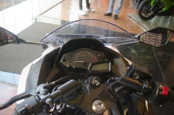 Kawasaki Ninja 300 White (2)