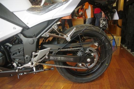 Kawasaki Ninja 300 White (3)
