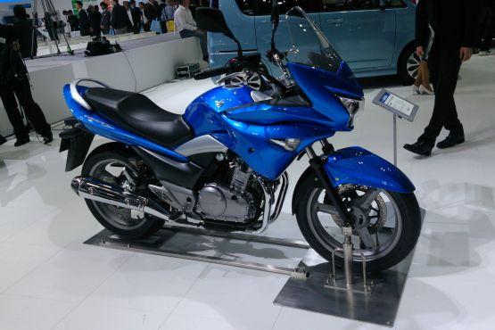 Suzuki GSRF250S 1 web