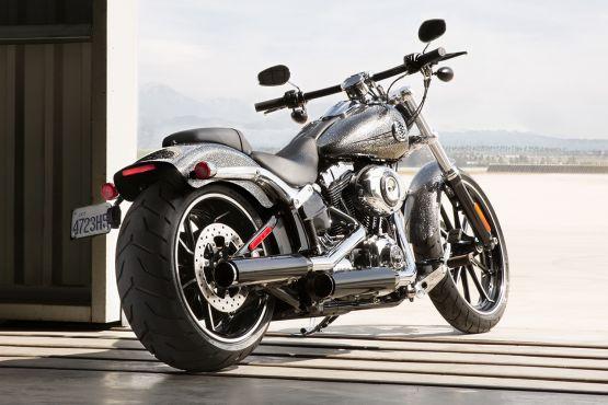 Harley-Davidson Street 750 Captain America Breakout 2 web
