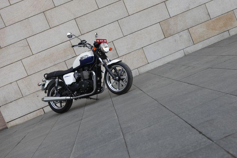 Triumph Bonneville India 2014 4 web