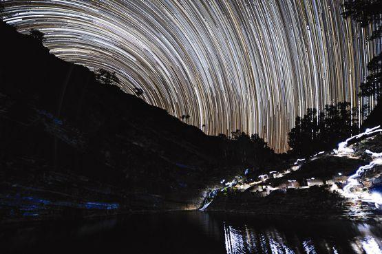 web Stellar Startrail, Fortescue Falls, Karijini National Park Australia
