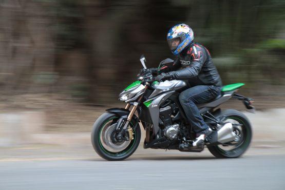 Kawasaki Z1000 Road Test 16 web