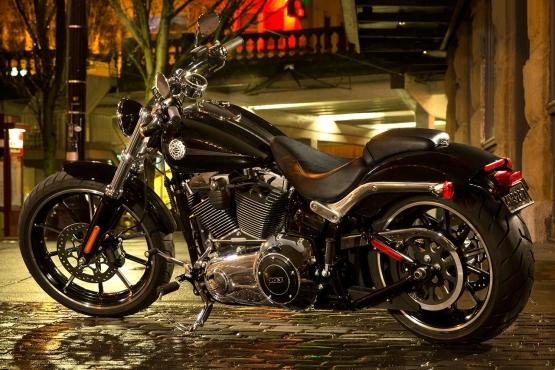 Harley-Davidson Softail Breakout web