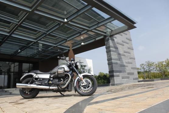 Moto Guzzi California 1400 Custom 1 web