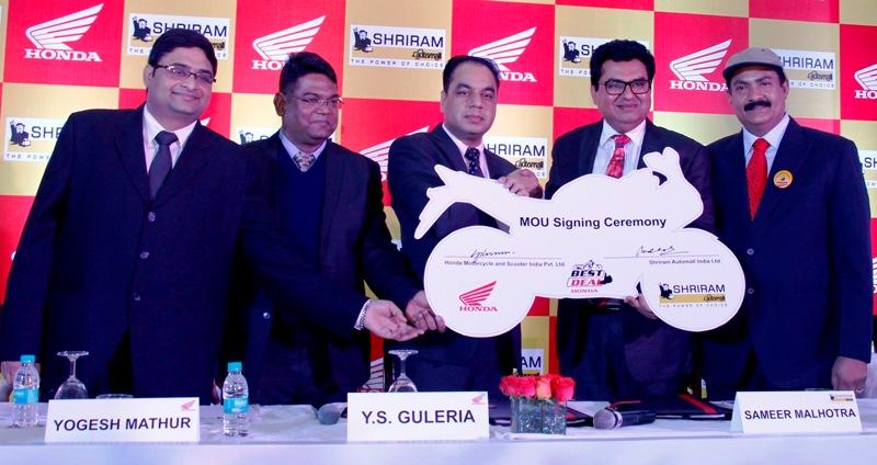 Mr. Guleria, HMSI  and Mr. Sameer Malhotra, Shriram Auto Mall at National Tie-up ceremony(L-R)