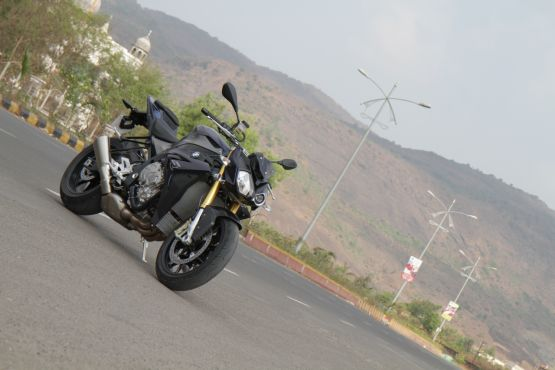 2015 BMW S1000R first ride review web1