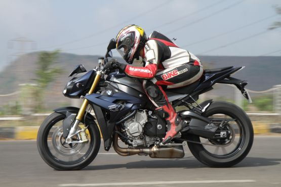 2015 BMW S1000R first ride review web2