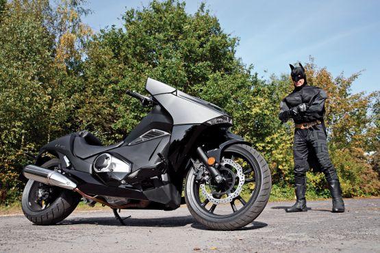 batman 39 s batbike honda nm4 vultus road rest review bike india. Black Bedroom Furniture Sets. Home Design Ideas