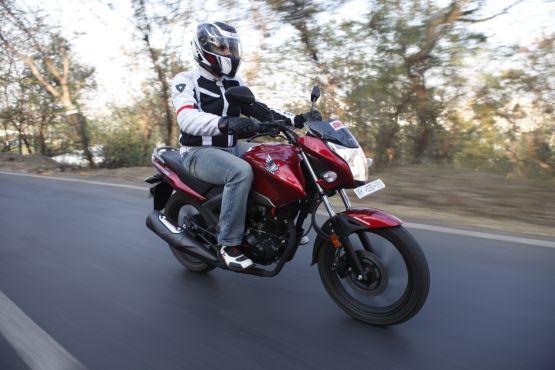 2015 Honda Unicorn 160 road test review web7