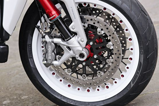 2015 MV Agusta Brutale and dragster RR web 10