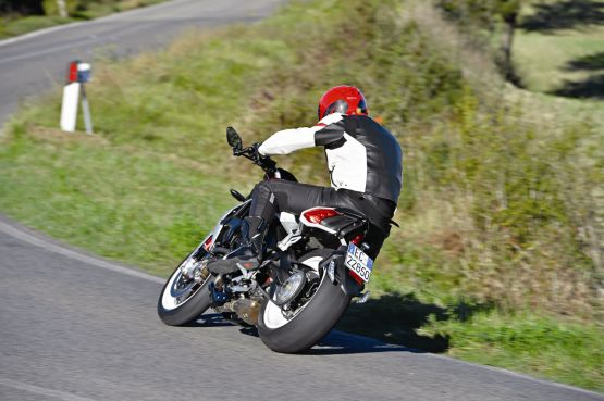 2015 MV Agusta Brutale and dragster RR web 14