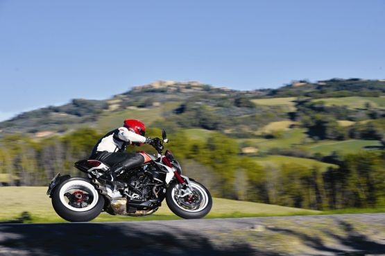 2015 MV Agusta Brutale and dragster RR web 16