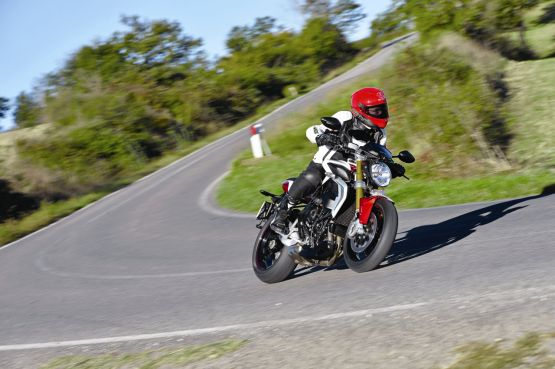 2015 MV Agusta Brutale and dragster RR web 7