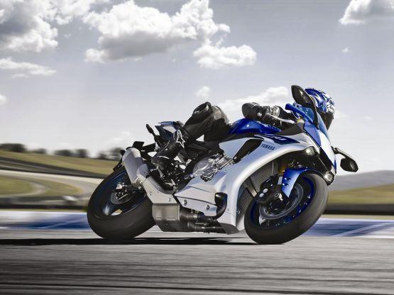 2015 Yamaha YZF R1 R1M web 1