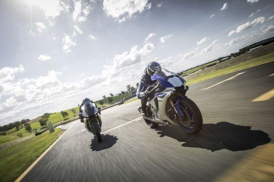 2015 Yamaha YZF R1 R1M web 11