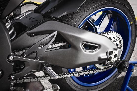 2015 Yamaha YZF R1 R1M web 7