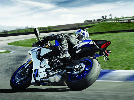 2015_YAM_YZF1000R1_EU_MS1RB_ACT_005WEB