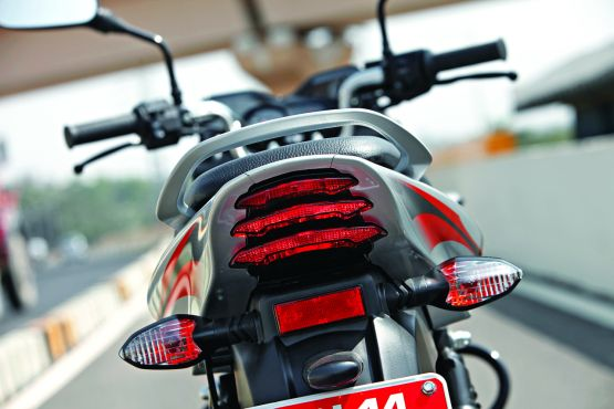 Bajaj Discover 125M roadtest 2014 WEB7