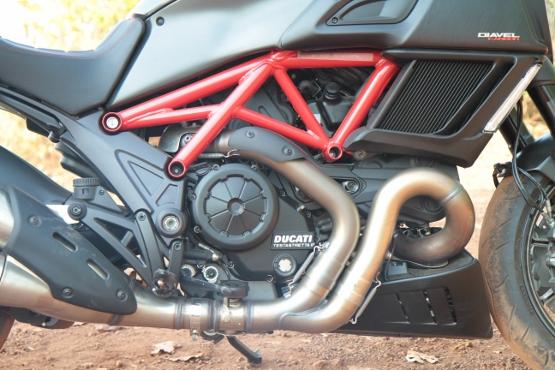 Ducati Diavel Carbon (2) (555x370)