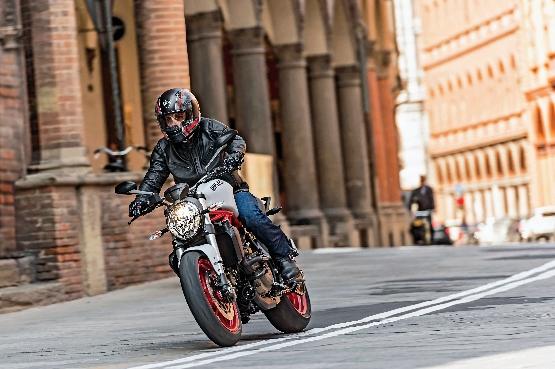 Ducati Monster 821 (8)