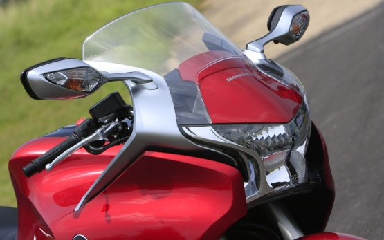 Honda VFR1200F Track Test 3 web