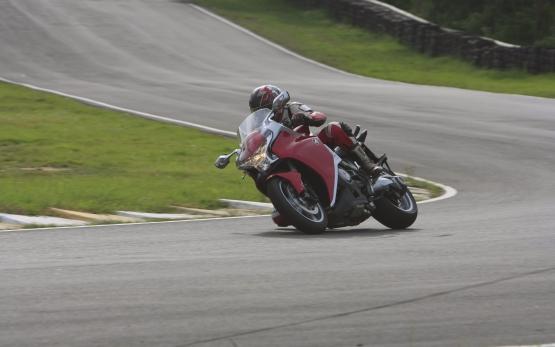 Honda VFR1200F Track Test 6 web
