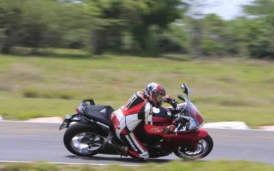 Honda VFR1200F Track Test 8 web
