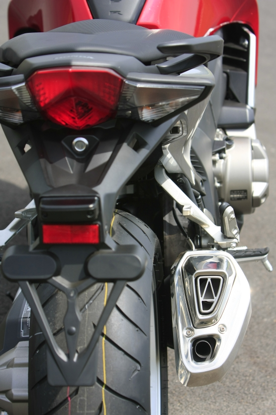 Honda VFR1200F Track Test 9 web