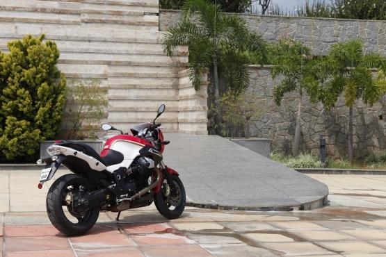 Moto Guzzi 1200 Sport (2)