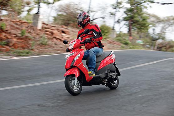 Suzuki_Let's_Riding_Shot_2