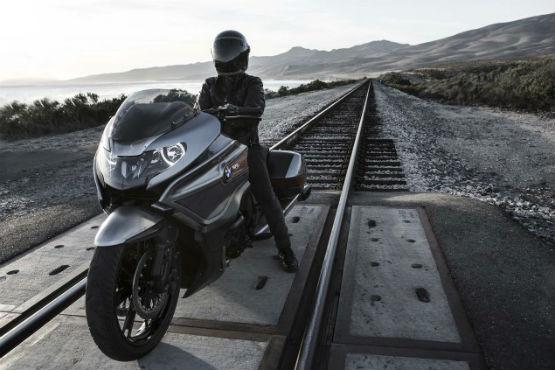 BMW-Motorrad-Concept-101-07WEB