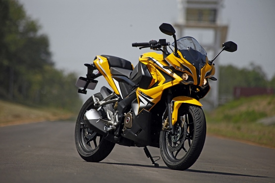the transforming bajaj pulsar rs 200 first ride review best bikes in india no 1 two wheeler. Black Bedroom Furniture Sets. Home Design Ideas
