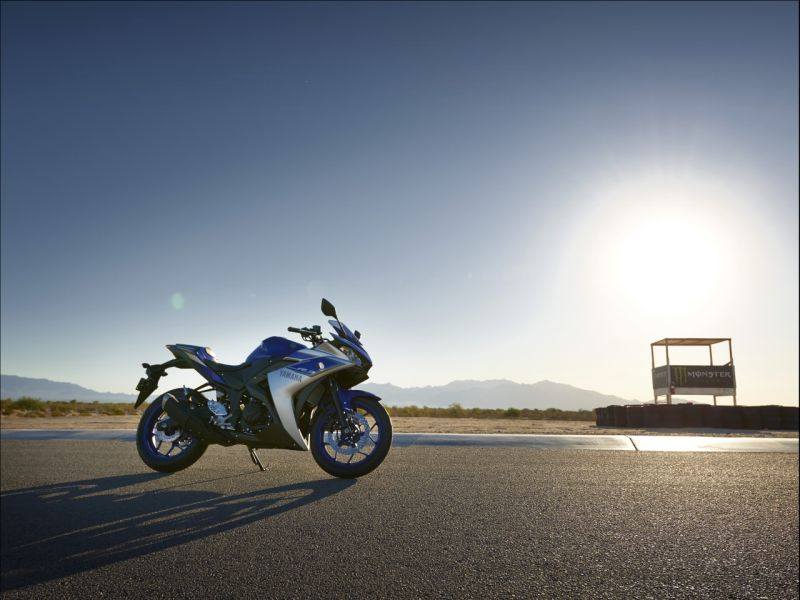 2015 Yamaha YZF R3 review web 3