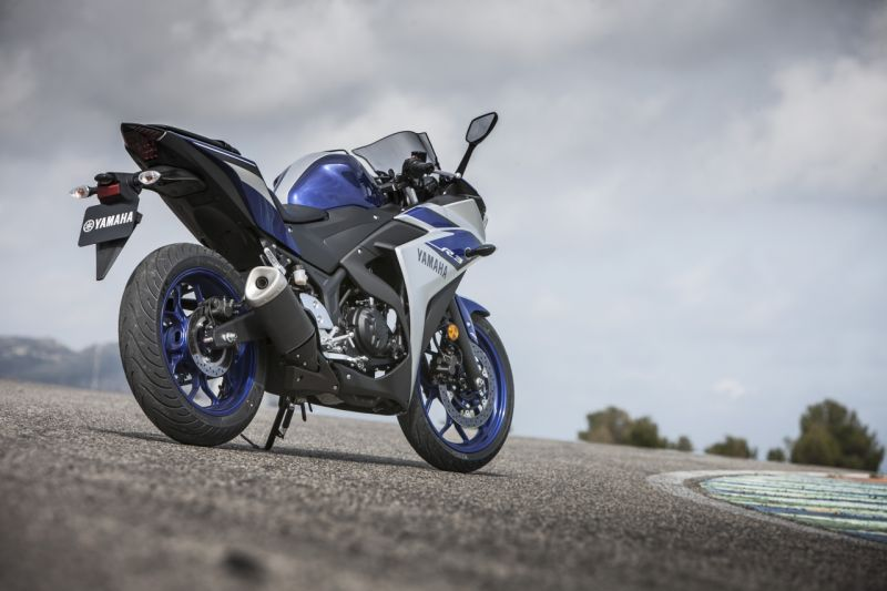 2015 Yamaha YZF R3 review web 4