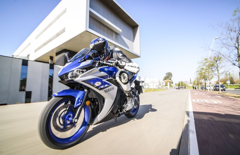 2015 Yamaha YZF R3 review web 9