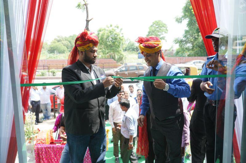 (L-R) Shirish Kulkarni, Chairman, DSK Motowheels and Sanjay Maheshwari, Dealer Principle, Saga AutowheelsWEB