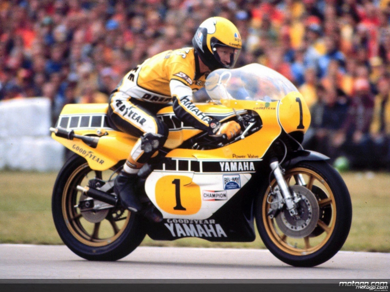 king+kenny+roberts+on+his+way+to+his+third+straight+500cc+title+with+yamaha+in+1980 (800x600)