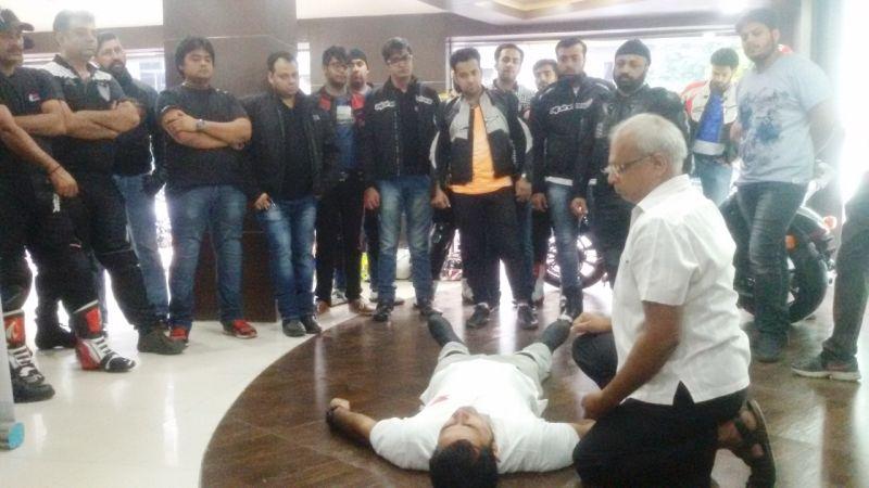 Expert Medical Trainer Giving Desmonstration on Emergency MeasuresWEB