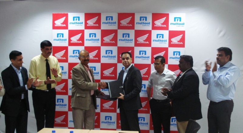 Mr. YS Guleria, Sr. VP, Sales & Marketing, Honda Motorcycle and Scoter India and Mr. R. Manomohanan, CEO, Muthoot Capital, sign MoU for 2-Wheeler Retail Finance web
