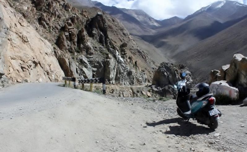 Anam Hashim and TVS Scooty Zest 110 in Ladakh (3)