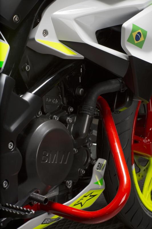 BMW G310 Stunt 11 web