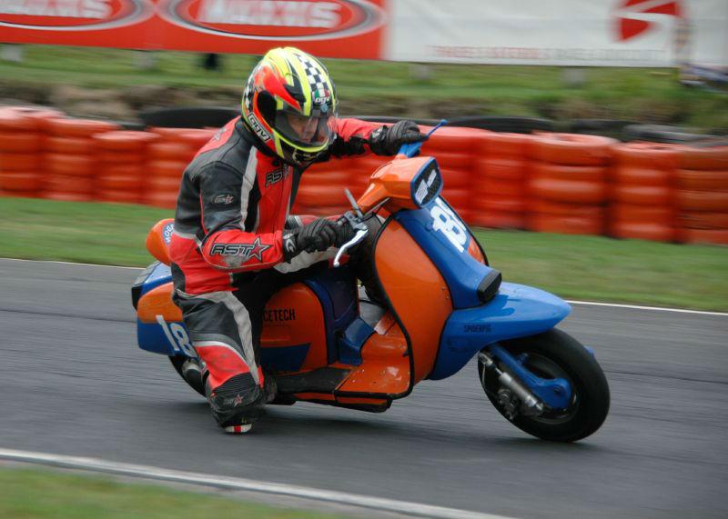 Lambretta_scooter_racing_at_3_sisters webb