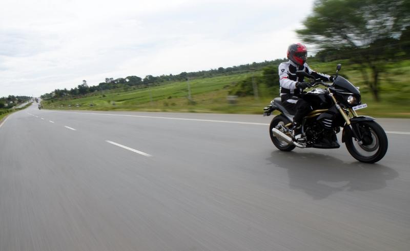 Mahindra Mojo First Ride (1)