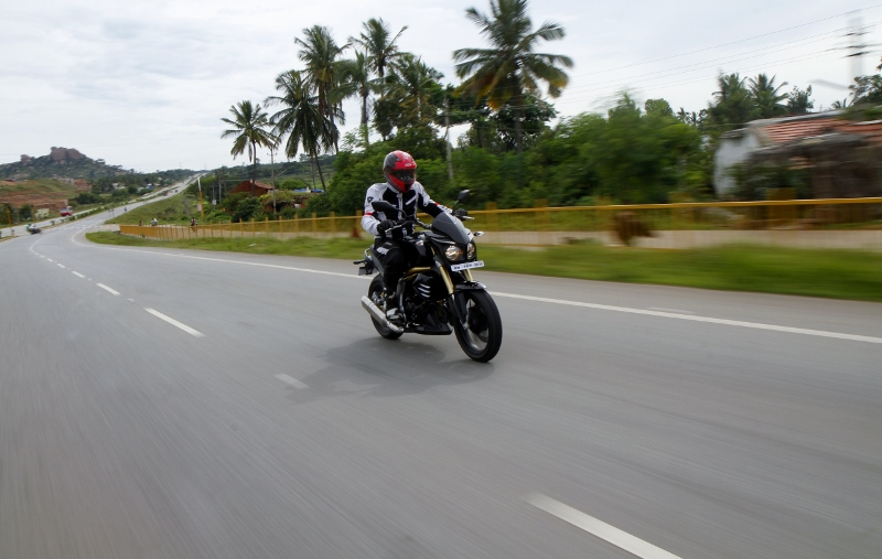 Mahindra Mojo First Ride (2)