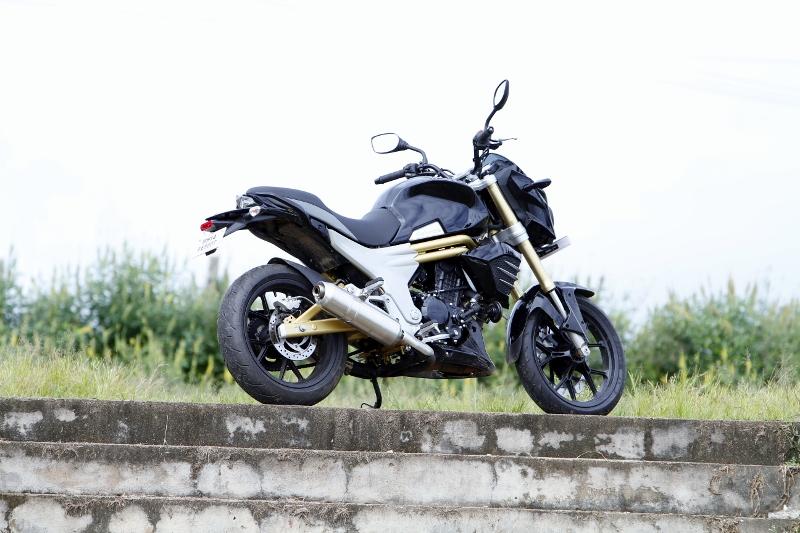 Mahindra Mojo First Ride (20)