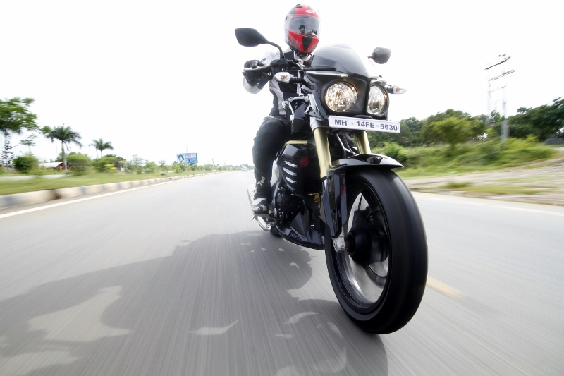 Mahindra Mojo First Ride (3)