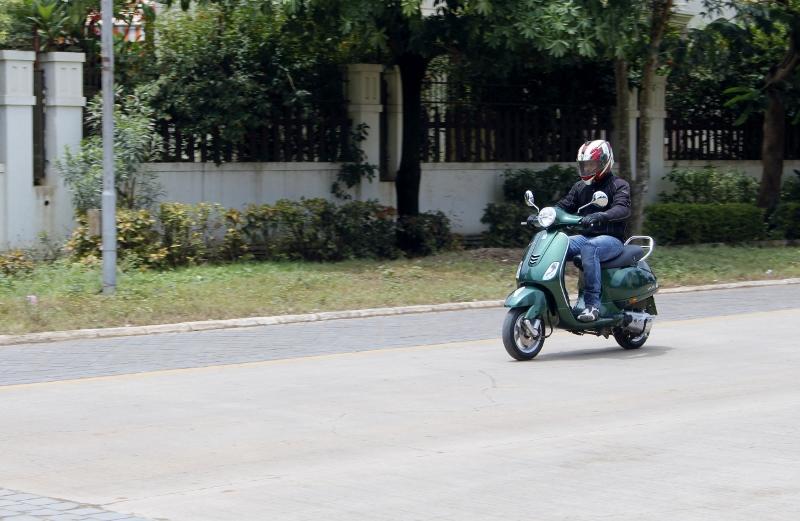 Vespa VXL and SXL First Ride (3)