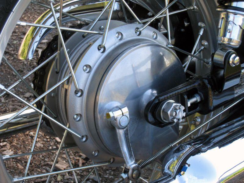 W800_drum_brake (1)WEB