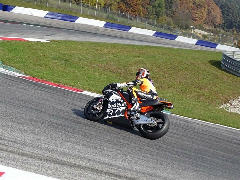 ktm-rc16-motogp-is-out-on-the-track-testing-video_2